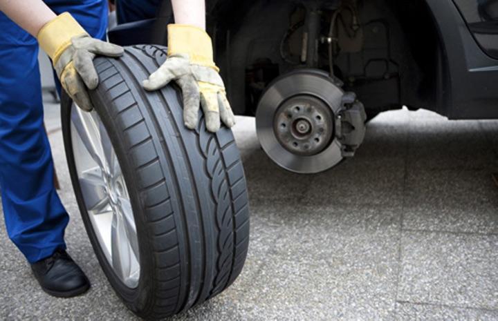 Nên thay lốp cho xe ô tô nếu lốp đã quá cũ