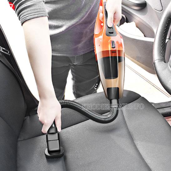 sử dụng máy hút bụi ô tô