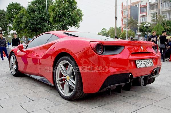 siêu xe Ferrari của Tuấn Hưng