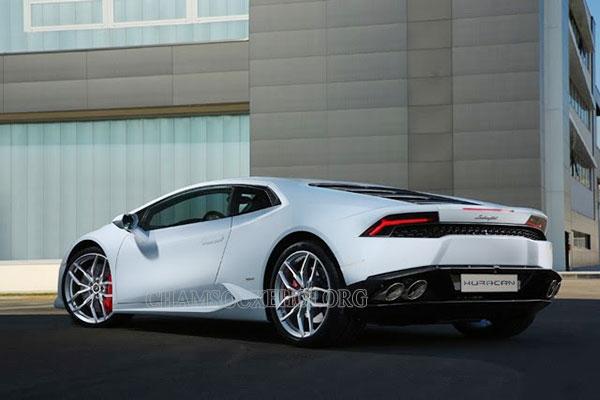 xe dua Lamborghini 2020