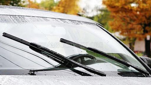 cách phun nước rửa xe ô tô