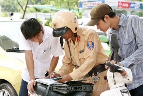 Đi xe máy không bị công an bắt thế nào