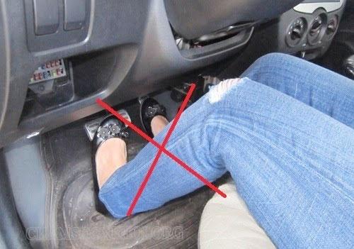 cách lái xe số tự động đúng nhất