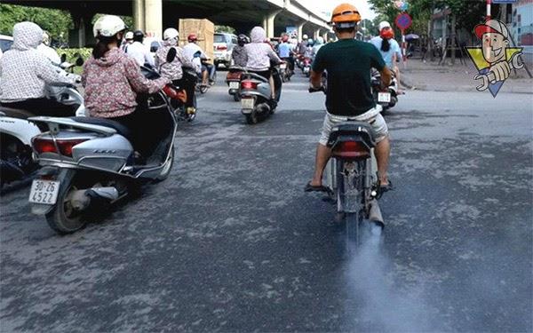 xe máy ra khói đen 2021