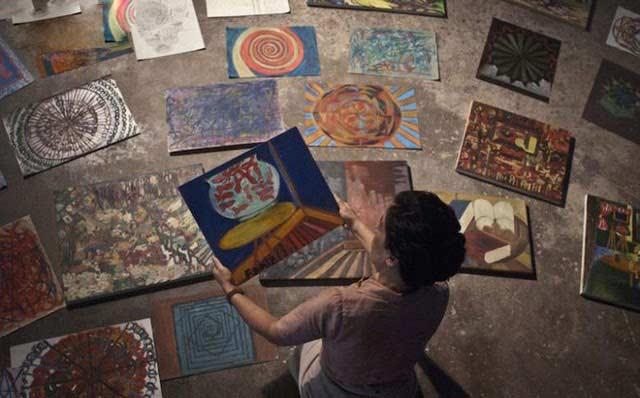 Nữ bác sĩ thay đổi phương pháp điều trị qua hội họa và điêu khắc