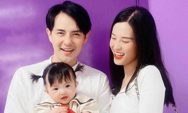 Ca sĩ Đông Nhi hạnh phúc viên mãn bên gia đình nhỏ