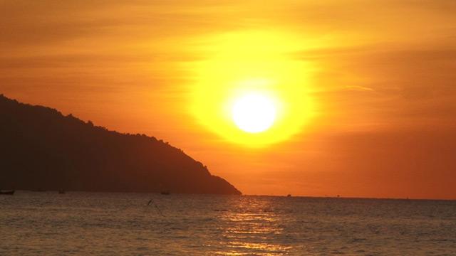 Chiêm ngưỡng cảnh sắc bình minh tuyệt đẹp bờ biển Đà Nẵng